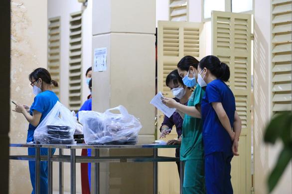 Hàng ngàn suất phở ngon đến với bệnh viện dã chiến - Ảnh 2.