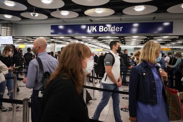 Mỹ nâng cảnh báo không du lịch đến Anh lên mức cao nhất do lo ngại COVID-19 - Ảnh 1.