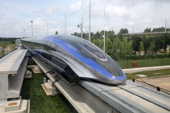 Trung Quốc ra mắt tàu đệm từ vận tốc nhanh nhất thế giới 600 km/h - Ảnh 1.