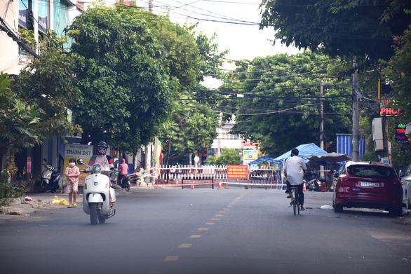 Gần 1.000 ca COVID-19, Phú Yên lo ngại F0 trong cộng đồng - Ảnh 1.
