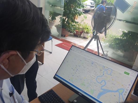 Chủ tịch Nguyễn Thành Phong kiểm tra công tác điều phối cấp cứu bệnh nhân mắc COVID-19 nặng - Ảnh 4.
