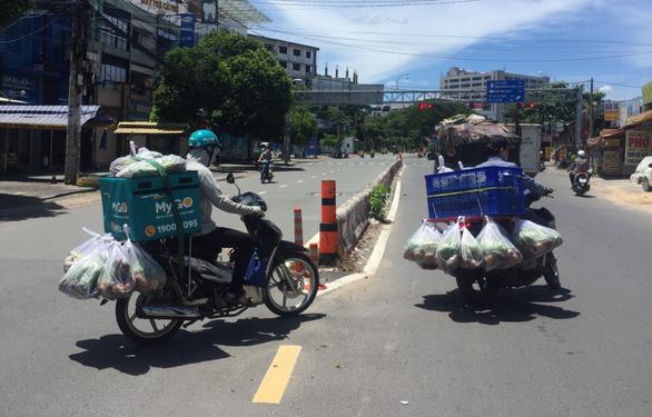 Dân TP.HCM đặt mua rau củ nhiều, bưu cục giao hàng không kịp - Ảnh 2.