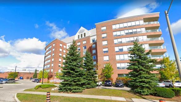 Canada: Y tá bệnh viện bị sa thải vì tiêm vắc xin COVID-19 cho người thân - Ảnh 1.