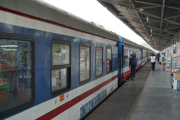 Hà Tĩnh thuê nguyên đoàn tàu đón dân về quê vào tối 24-7 ở ga Sài Gòn - Ảnh 1.