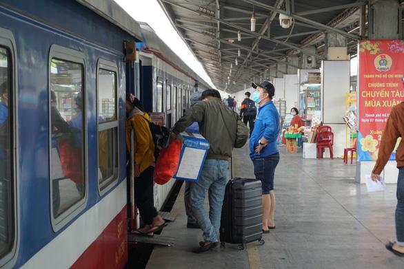 Chưa thể đưa người dân lên tàu về quê, Cục Đường sắt gửi văn bản hỏa tốc các địa phương - Ảnh 1.