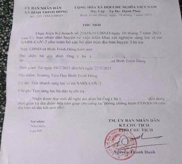 Thư mời test nhanh tự trả phí ở Long An, huyện nói vận động chứ không bắt buộc - Ảnh 1.