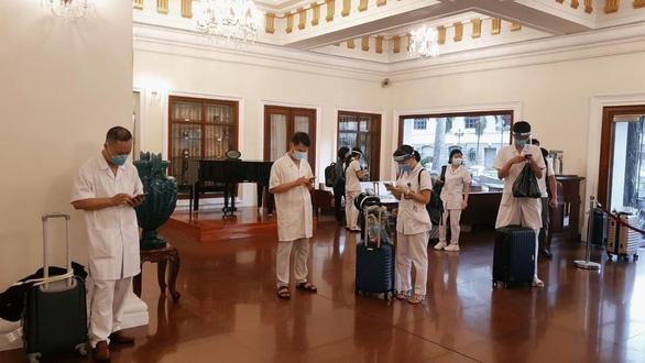 Nhiều khách sạn ở TP.HCM miễn phí cho bác sĩ, nhân viên y tế - Ảnh 1.