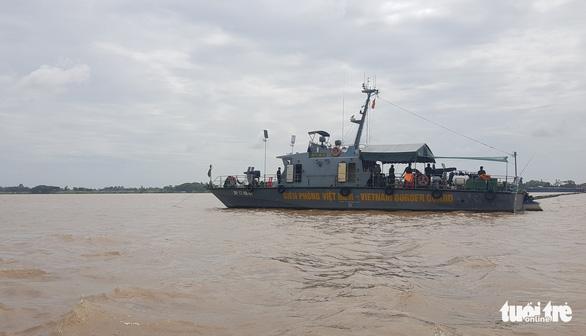 Bí thư An Giang làm việc với các lực lượng phòng chống COVID-19 trên sông Tiền - Ảnh 1.