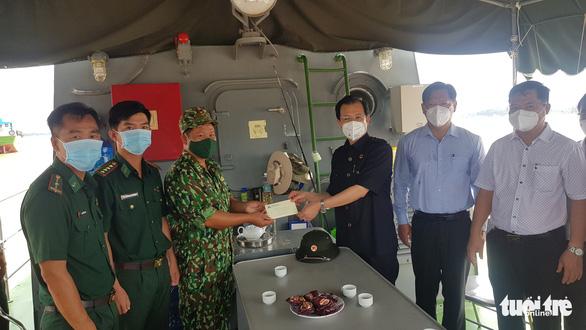 Bí thư An Giang làm việc với các lực lượng phòng chống COVID-19 trên sông Tiền - Ảnh 2.