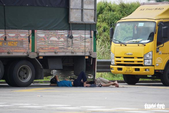 Hơn 800 công nhân công ty may tại Hải Dương xin nghỉ hoặc đến muộn vì tắc đường - Ảnh 3.