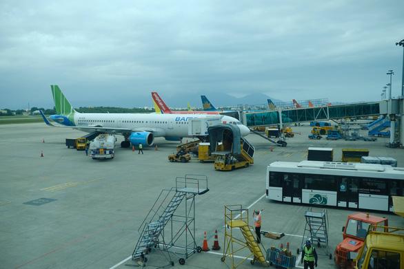 1 doanh nghiệp tài trợ 3 chuyến bay đưa người Đà Nẵng tại TP.HCM về quê - Ảnh 1.