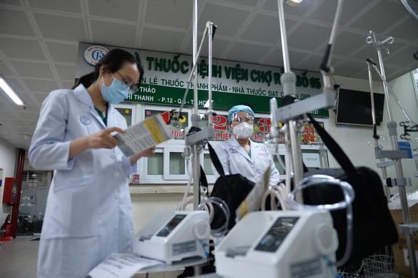 Tối 22-7: 1.450 bệnh nhân khỏi bệnh, 2.000 thiết bị vật tư y tế có mặt tại TP.HCM - Ảnh 1.