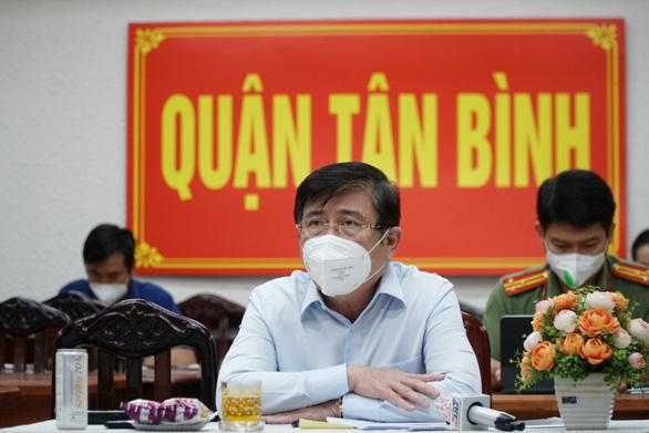 Chủ tịch Nguyễn Thành Phong: Nhiều trường hợp nhắn tin cho tôi phản ánh chuyển viện không kịp thời - Ảnh 1.