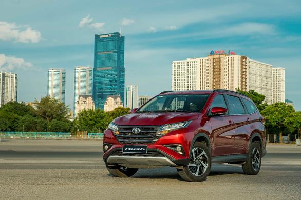 Toyota Rush 2021 nâng cấp hệ thống giải trí, tặng bảo hiểm Vàng - Ảnh 1.