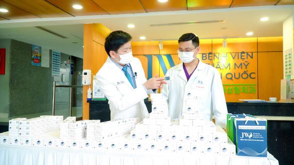 Bệnh viện JW tiếp sức chống dịch với hàng trăm thiết bị y tế - Ảnh 2.