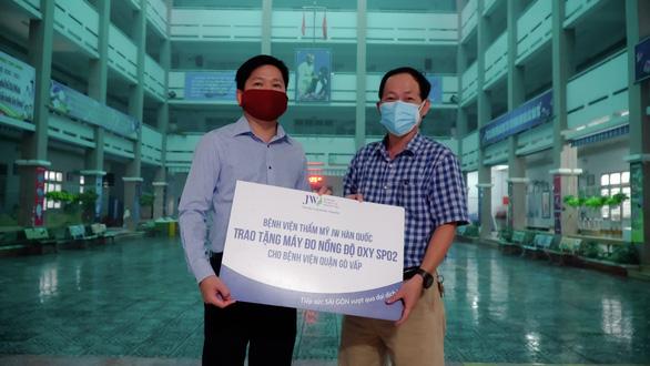 Bệnh viện JW tiếp sức chống dịch với hàng trăm thiết bị y tế - Ảnh 4.