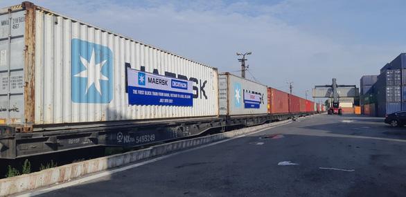 Đoàn tàu hỏa chở container đầu tiên chạy thẳng từ Hà Nội đến Bỉ - Ảnh 3.