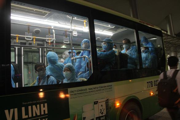 Bình Định tiếp tục tổ chức 5 chuyến bay đón dân về quê tránh dịch - Ảnh 1.