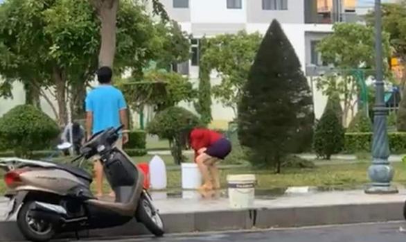Tuy Hòa 'đứt' nước sạch khi đang giãn cách, bệnh viện cầu cứu xe chữa cháy - Ảnh 2.