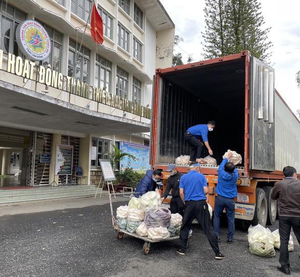 Lâm Đồng tặng Phú Yên 30 tấn rau quả giúp dân vùng phong tỏa dịch COVID-19 - Ảnh 2.