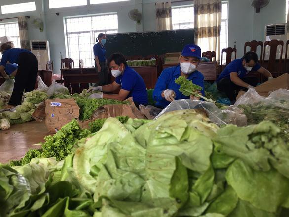 Lâm Đồng tặng Phú Yên 30 tấn rau quả giúp dân vùng phong tỏa dịch COVID-19 - Ảnh 3.