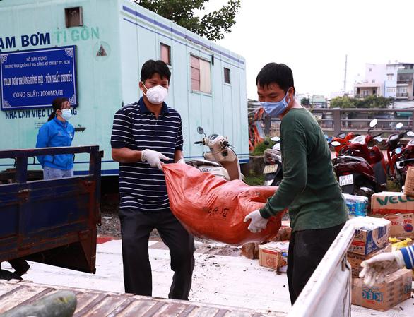 TP.HCM tiếp nhận hơn 290 tấn thực phẩm từ người dân Nghệ An - Ảnh 3.