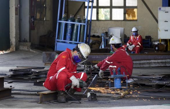 Gần 160 doanh nghiệp trong KCN Bà Rịa - Vũng Tàu đăng ký sản xuất 3 tại chỗ - Ảnh 2.