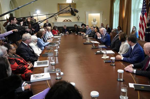Cuộc họp đặc biệt sau nửa năm làm tổng thống của ông Biden - Ảnh 1.