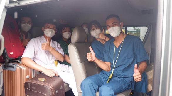 Long An đón tiếp đoàn hỗ trợ từ Bắc Giang bằng tình cảm ấm áp - Ảnh 2.