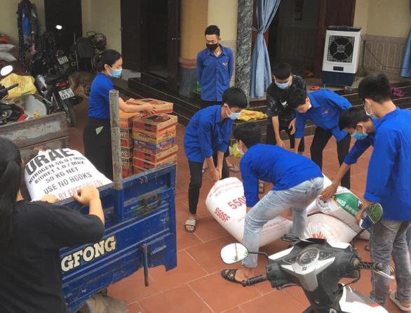 Gần 1.500 tấn nhu yếu phẩm của Thanh Hóa lên tàu biển vào hỗ trợ người dân TP.HCM - Ảnh 1.