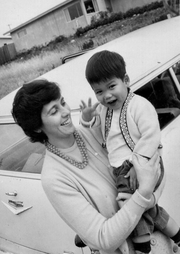 Cuộc đoàn tụ cảm động với mẹ ruột sau 60 năm xa cách - Ảnh 2.