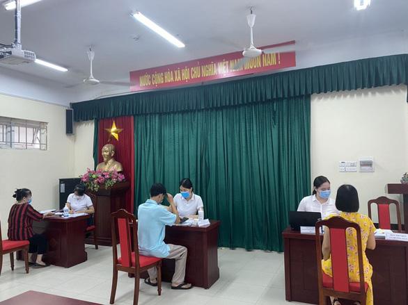 Hà Nội: Tuyển sinh đầu cấp theo hình thức trực tuyến đạt trên 87,4% - Ảnh 1.