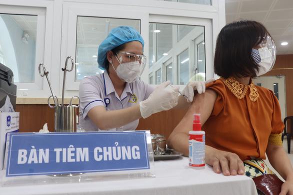 Từ 22-7, TP.HCM tiêm vắc xin đợt 5 với 615 điểm tiêm - Ảnh 1.