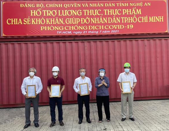 TP.HCM tiếp nhận hơn 290 tấn thực phẩm từ người dân Nghệ An - Ảnh 1.