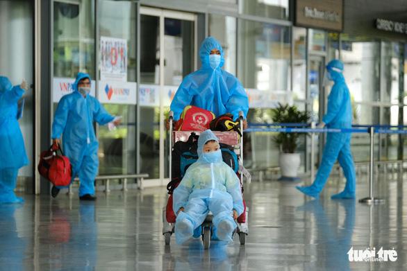 Chuyến bay đầu tiên đón người dân ở TP.HCM đã về tới Đà Nẵng - Ảnh 3.