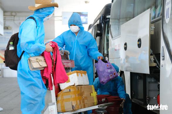 Chuyến bay đầu tiên đón người dân ở TP.HCM đã về tới Đà Nẵng - Ảnh 4.