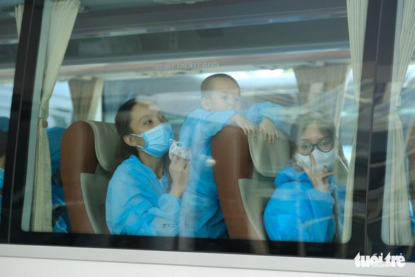 Chuyến bay đầu tiên đón người dân ở TP.HCM đã về tới Đà Nẵng - Ảnh 5.