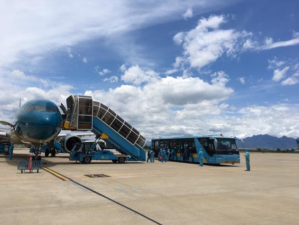 Chuyến bay đầu tiên đón người dân ở TP.HCM đã về tới Đà Nẵng - Ảnh 2.