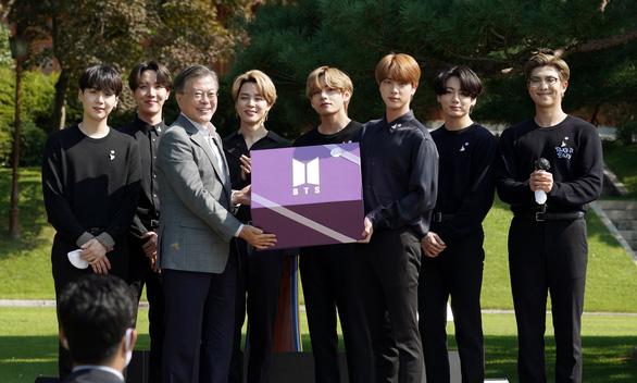 Tổng thống Hàn Quốc bổ nhiệm nhóm BTS làm đặc phái viên ngoại giao công chúng - Ảnh 1.