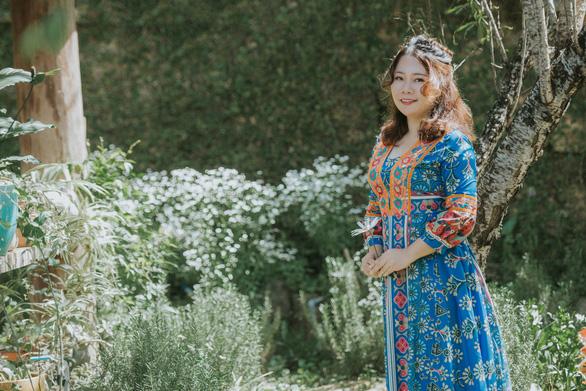 Chuyển ngữ ca khúc Trịnh Công Sơn từ tình yêu nhạc Trịnh - Ảnh 2.