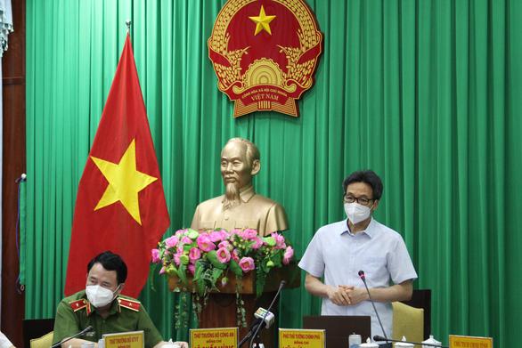 Phó Thủ tướng Vũ Đức Đam: Các tỉnh ĐBSCL cần quyết liệt dập dịch, sau đó chi viện TP.HCM - Ảnh 1.