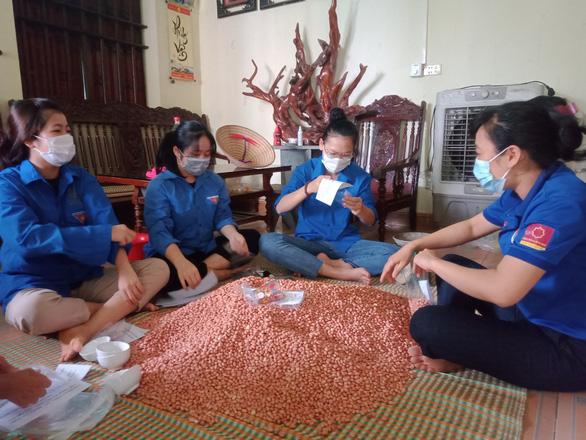 Gần 1.500 tấn nhu yếu phẩm của Thanh Hóa lên tàu biển vào hỗ trợ người dân TP.HCM - Ảnh 2.