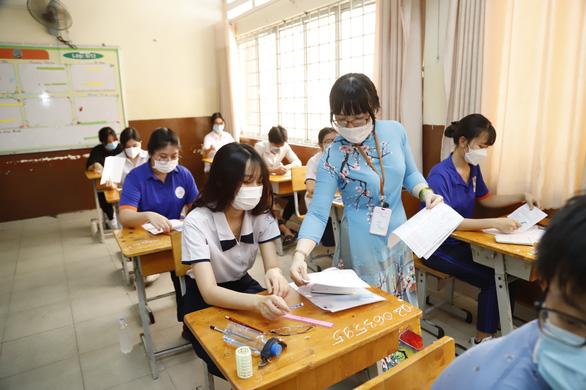 Phụ huynh, giáo viên TP.HCM lo lắng khi thi tốt nghiệp THPT đợt 2 - Ảnh 1.
