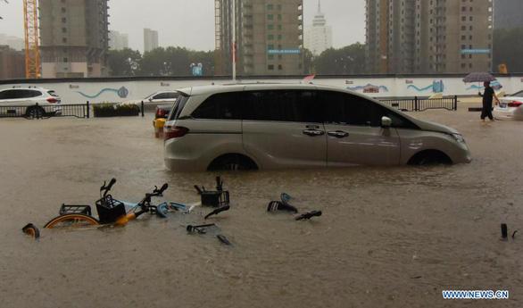 12 نفر در سیل در چین جان خود را از دست دادند - عکس 2.