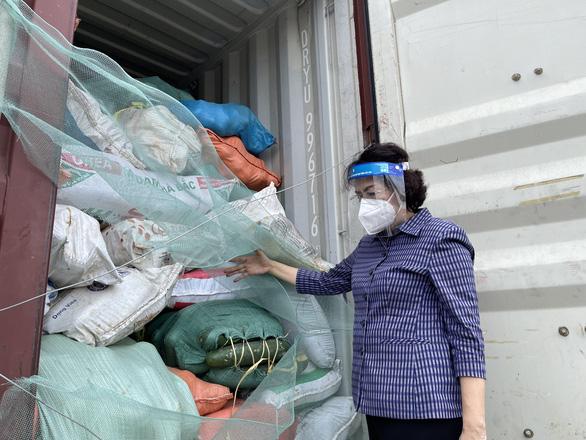 TP.HCM tiếp nhận hơn 290 tấn thực phẩm từ người dân Nghệ An - Ảnh 2.
