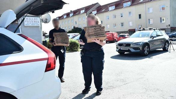 Phạm nhân bắt bảo vệ nhà giam, đòi chuộc bằng 20 bánh pizza - Ảnh 1.