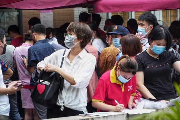 Bí thư Hà Nội chỉ đạo kiểm tra, dừng ngay việc tiêm vắc xin COVID-19 ở Bệnh viện E - Ảnh 1.