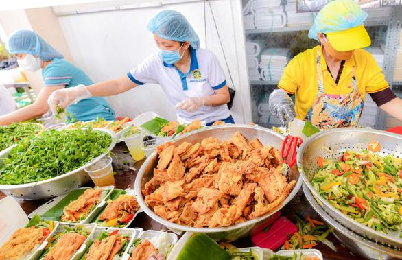 Nữ tỷ phú hỗ trợ nóng hơn 70 tỷ đồng cho những ngày giãn cách ở TP. Hồ Chí Minh - Ảnh 2.