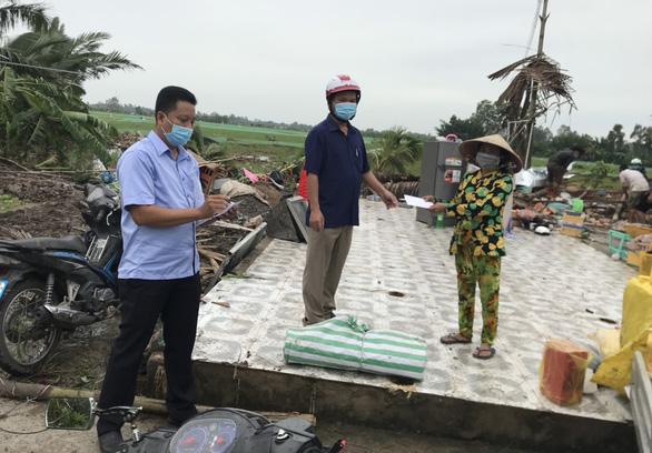 Dông lốc bất ngờ quét sập hàng chục căn nhà, 15 người bị thương ở Kiên Giang - Ảnh 1.