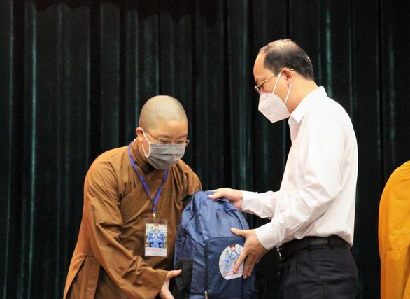 Gần 300 tình nguyện viên các tôn giáo tỏa về các bệnh viện điều trị COVID-19 - Ảnh 1.